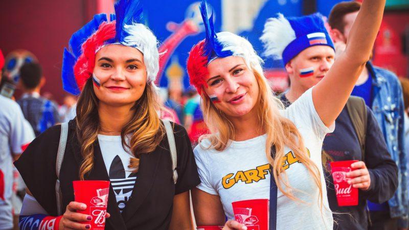 Slečny v ruských barvách.