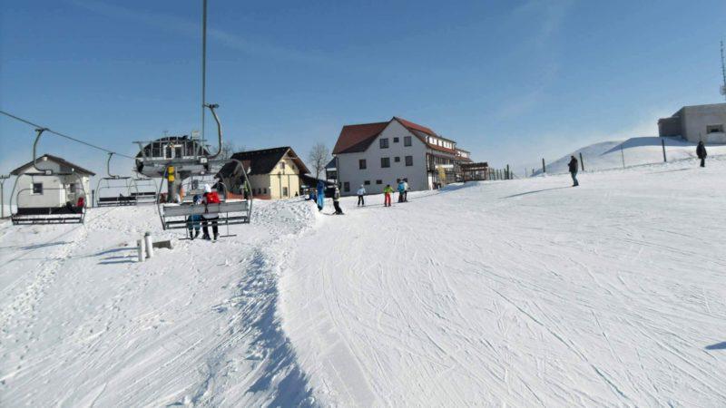 Krásný den na lyžování ve Ski Karlov