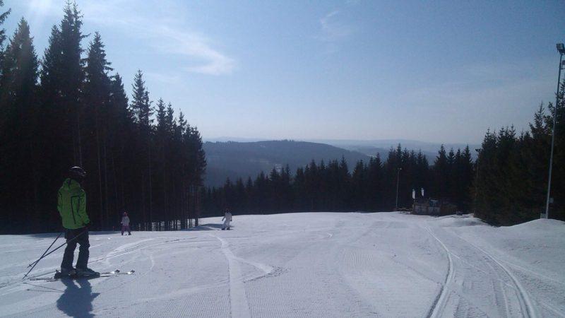 Krásně upravené sjezdovky ve Ski Kopřivná.
