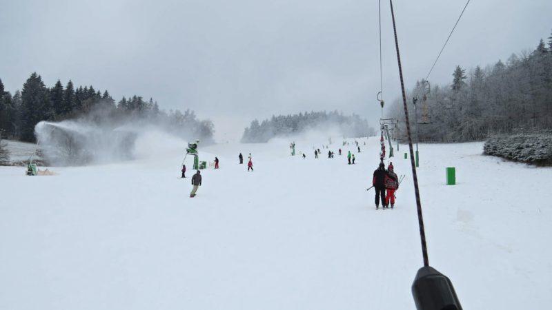 Pohled přímo z vleku na Ski Olešnice.