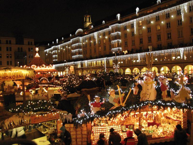 Vánoční trhy Drážďany si nejlépe vychutnáte po tmě.