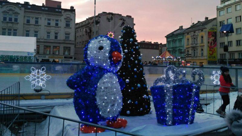 Oblíbené vánoční kluziště.