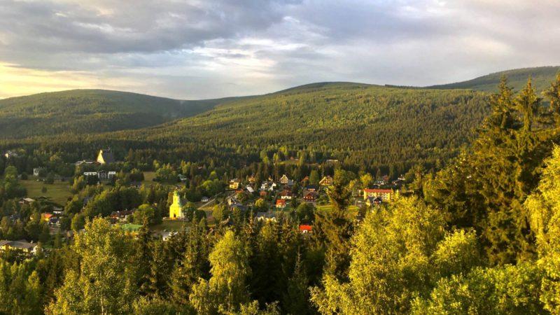 Webkamera Harrachov - Krásný pohled na Harrachov z Čertovy hory