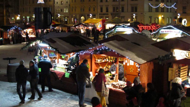 Večer kdy se setmí jsou vánoční trhy v Plzni nejhezčí