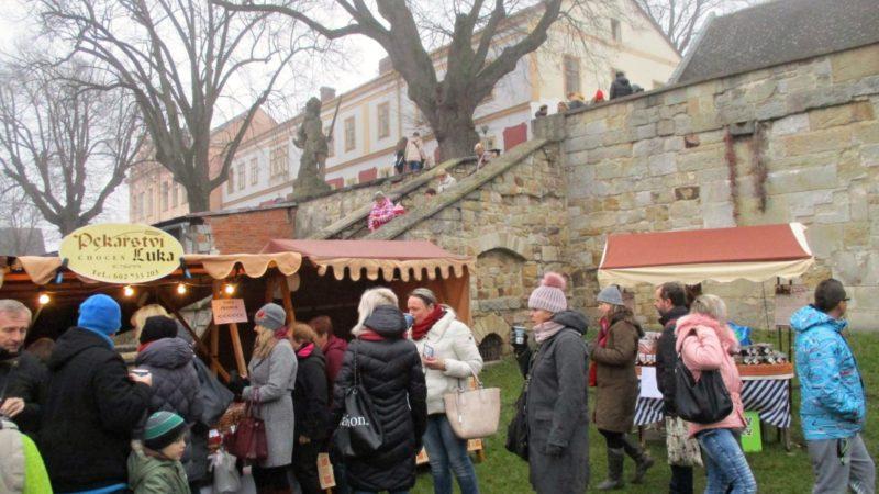 Vánoční trhy v Kuksu jsou krásné.