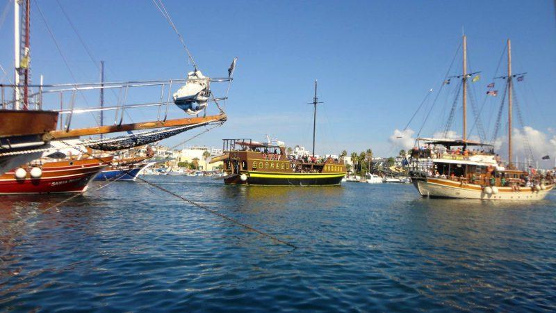 Lodě v přístavu města Kos