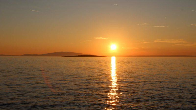 Západ slunce nad ostrovem Pag