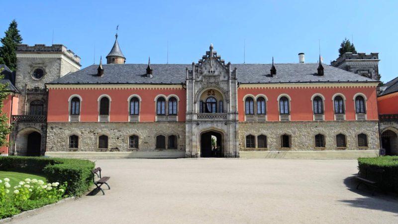 Zámek Sychrov hlavní vchod