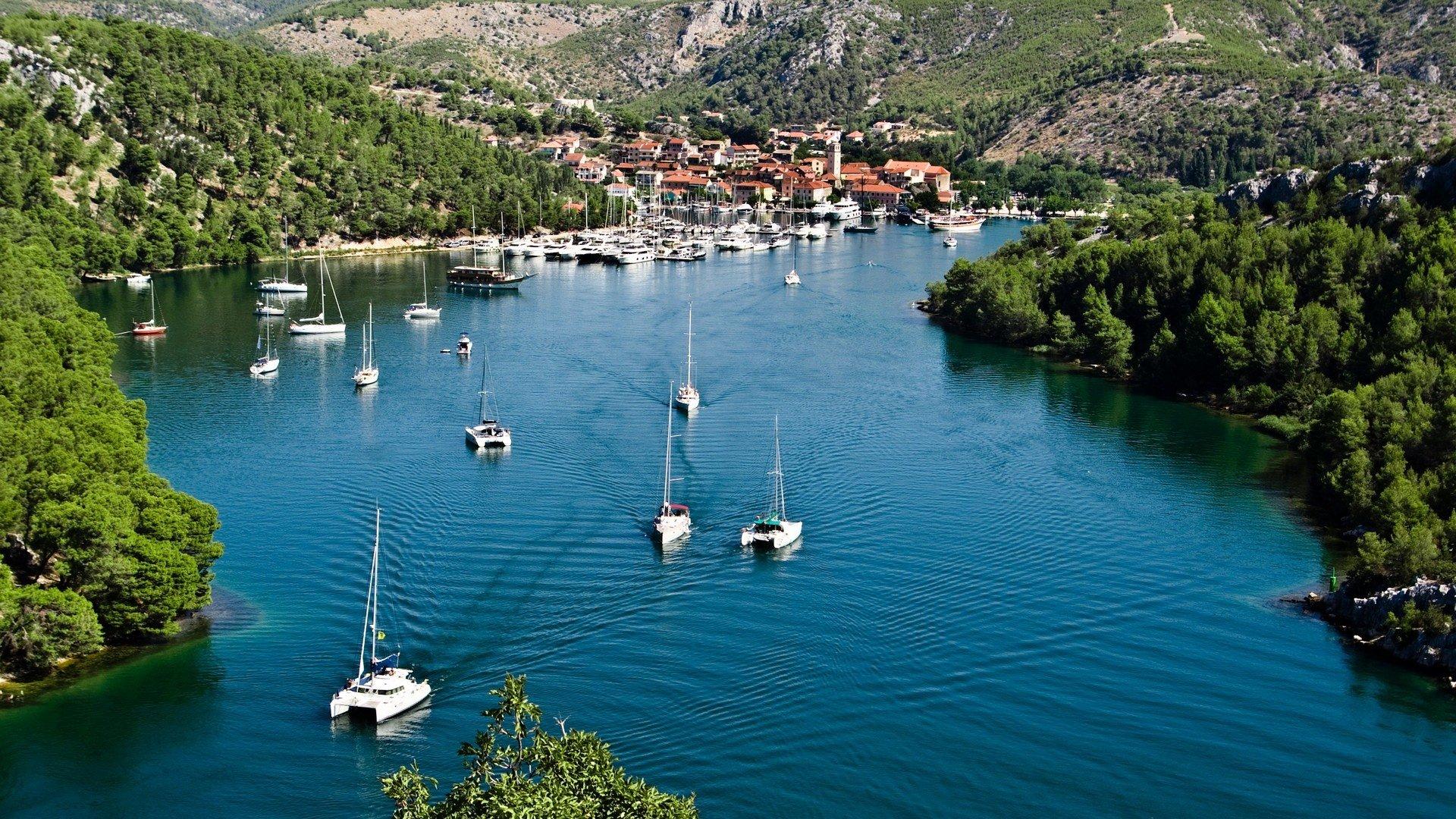Chorvatské pobřeží je opravdu krásné