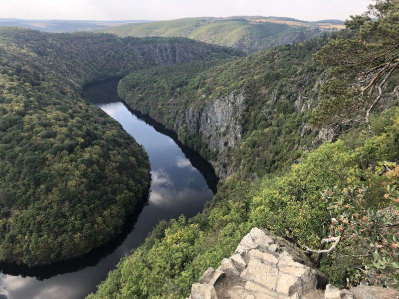 Vyhlídka Máj a pohled údolí Vltavy