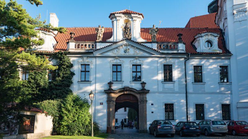 Hlavní vchod do Strahovského kláštera