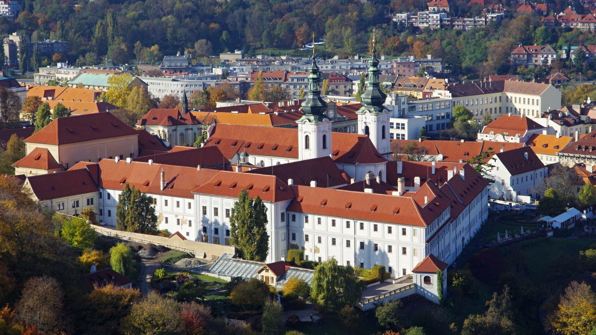 Strahovský klášter - Knihovna, restaurace, pivorar i mše
