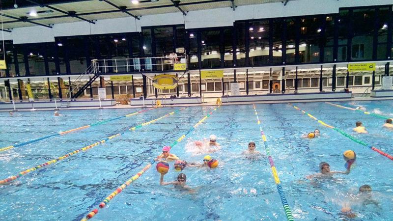 Bazén má multifunkční využití pro sporty (například vodní pólo), ale i pro zábava (tobogán).