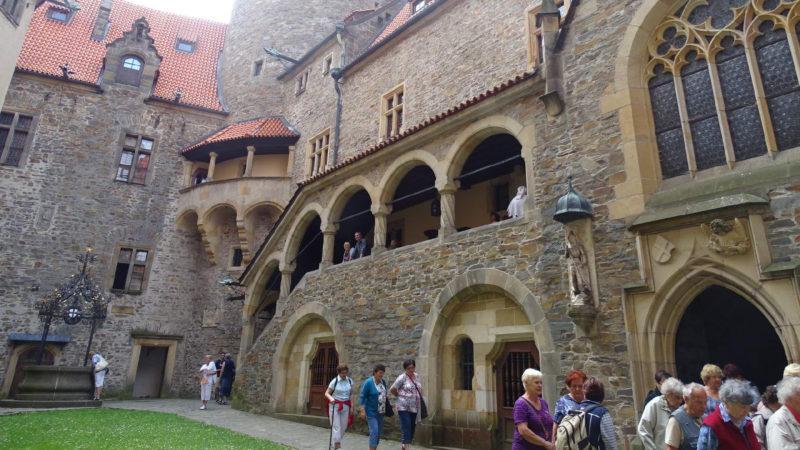 Hlavní nádvoří hradu Bouzov