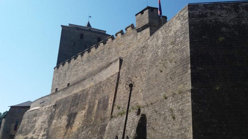 Nepřemožitelné hradby hradu Kost.