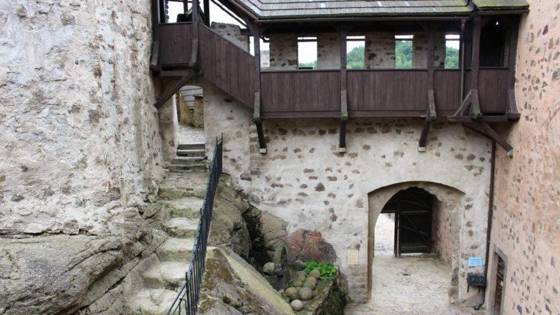 Hlavní vstupní brána na hrad Loket