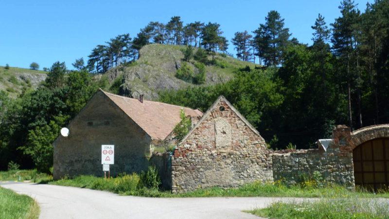 Turistická cestička skrz Prokopské údolí.