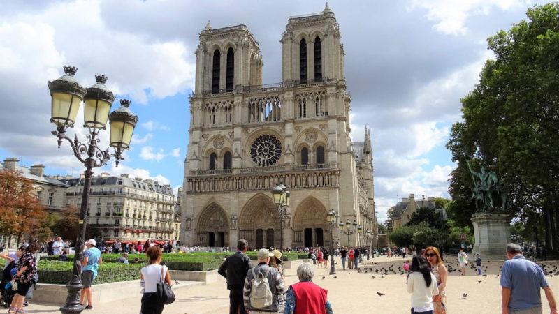 Chrám Matky Boží v Paříži je oblíbeným turistickým cílem