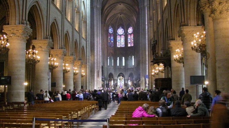 Interiér chrámu Notre Dame