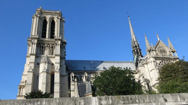 Majestátný profil katedrály Notre Dame
