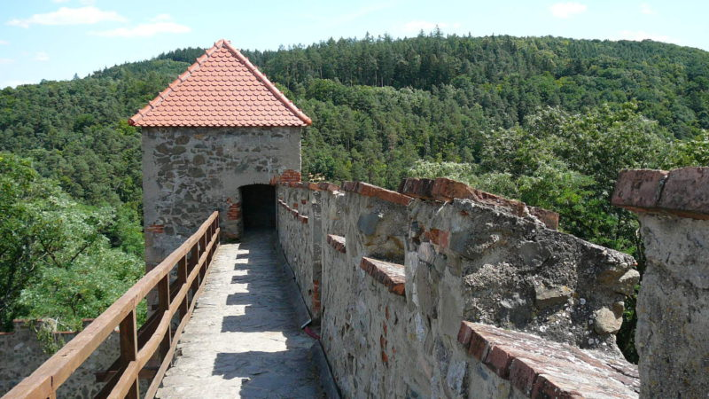 Ochozy hradeb nabízí nádherné výhledy.