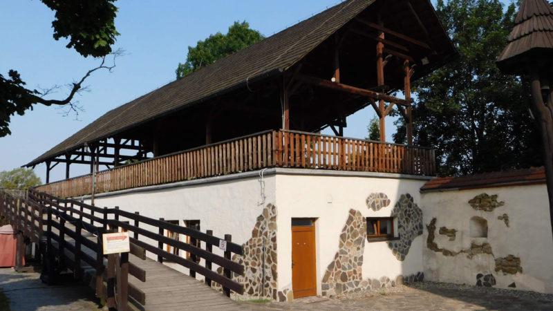 Slezkoostravský hrad a jeho nádvoří.