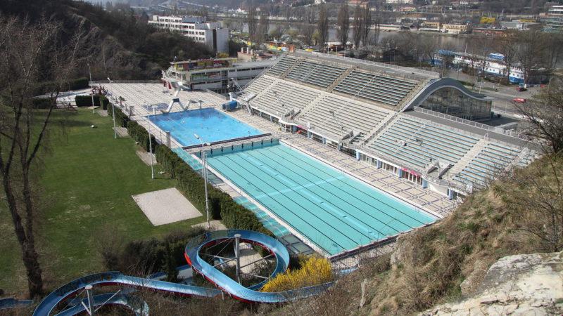 Celkový pohled na areál bazénu v Podolí
