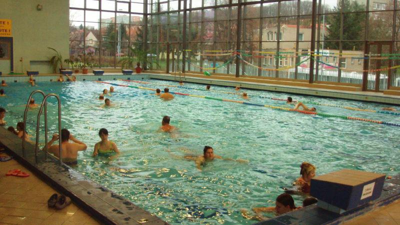 Pohled na bazén Hloubětín na Praze 14