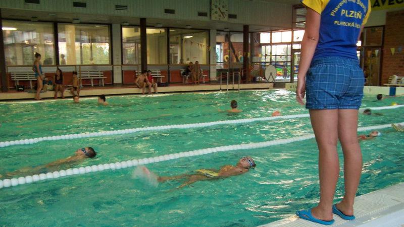 Interiér plaveckého bazénu Lochotín v Plzni