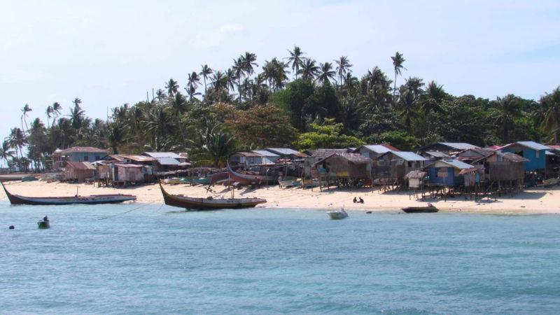 Pobřeží ostrova Borneo