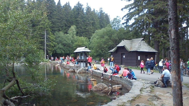 Černé jezero je oblíbeným turistickým cílem