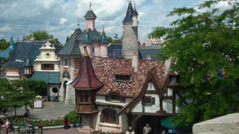 Žádná stavba v Disneylandu není obyčejná