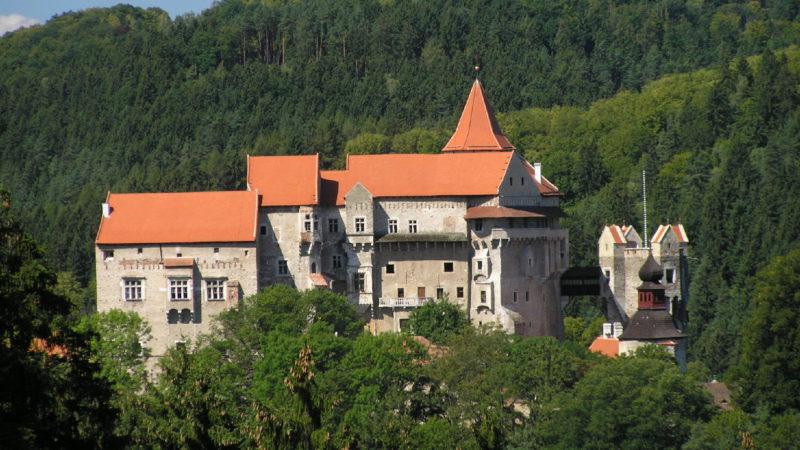 Krásný pohled na hrad Pernštejn