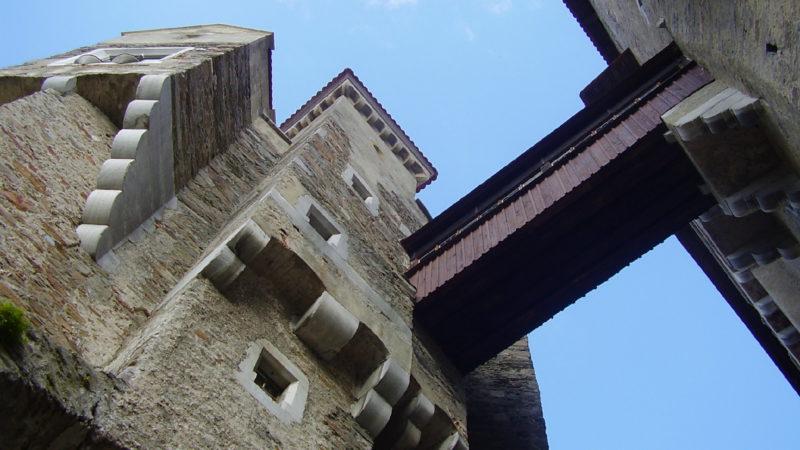 Fotogenický vysutý most na hradě Pernštejn