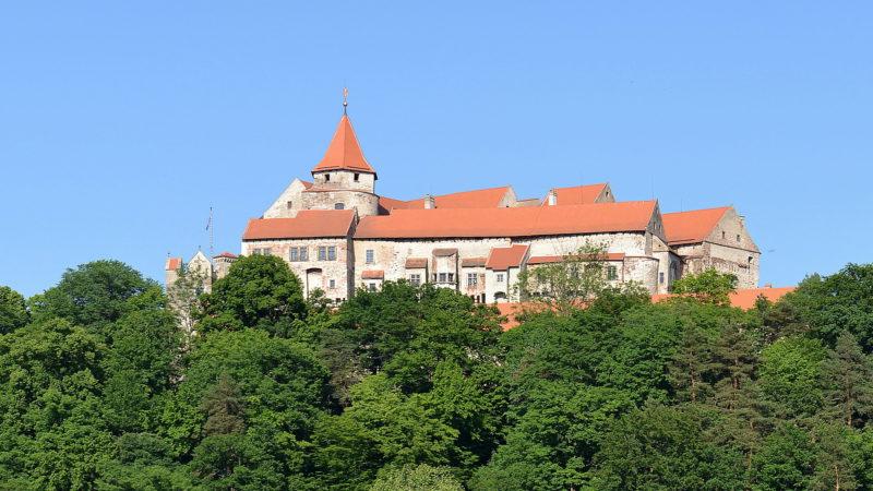Další panorama hradu Pernštějn