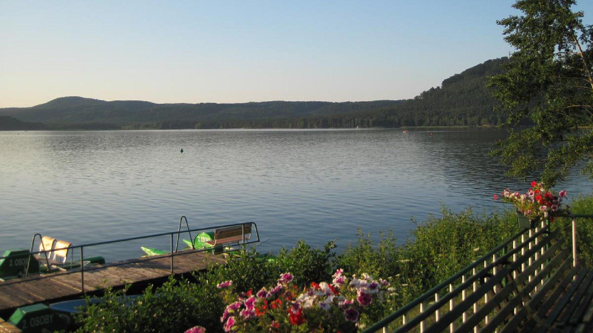 Máchovo jezero průvodce – Ubytování, kempy, počasí i mapa