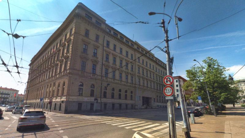 Pohled na hlavní budovu magistrátu