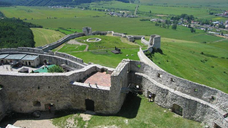 Pohled na nádvoří Spišského hradu