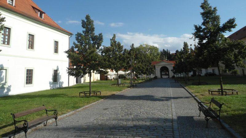Klášter Břevnov je oázou klidu uprostřed rušné metropole