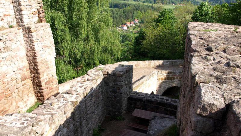 Vyhlídka z hradu Pecka