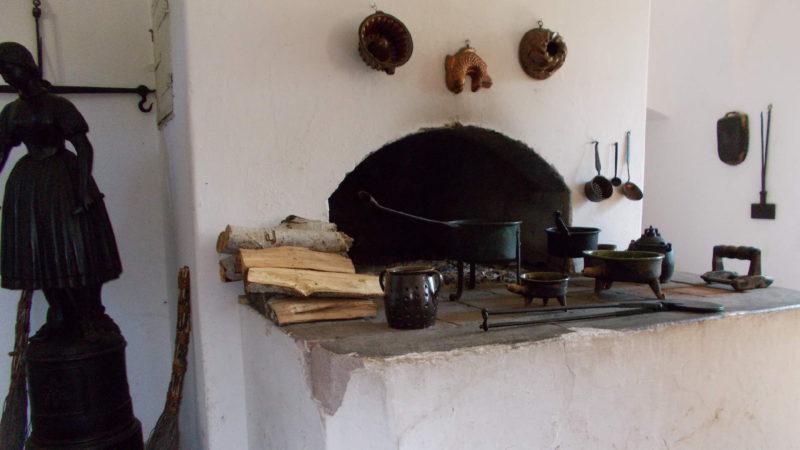 Černá kuchyně je klenotem hradu Pecka