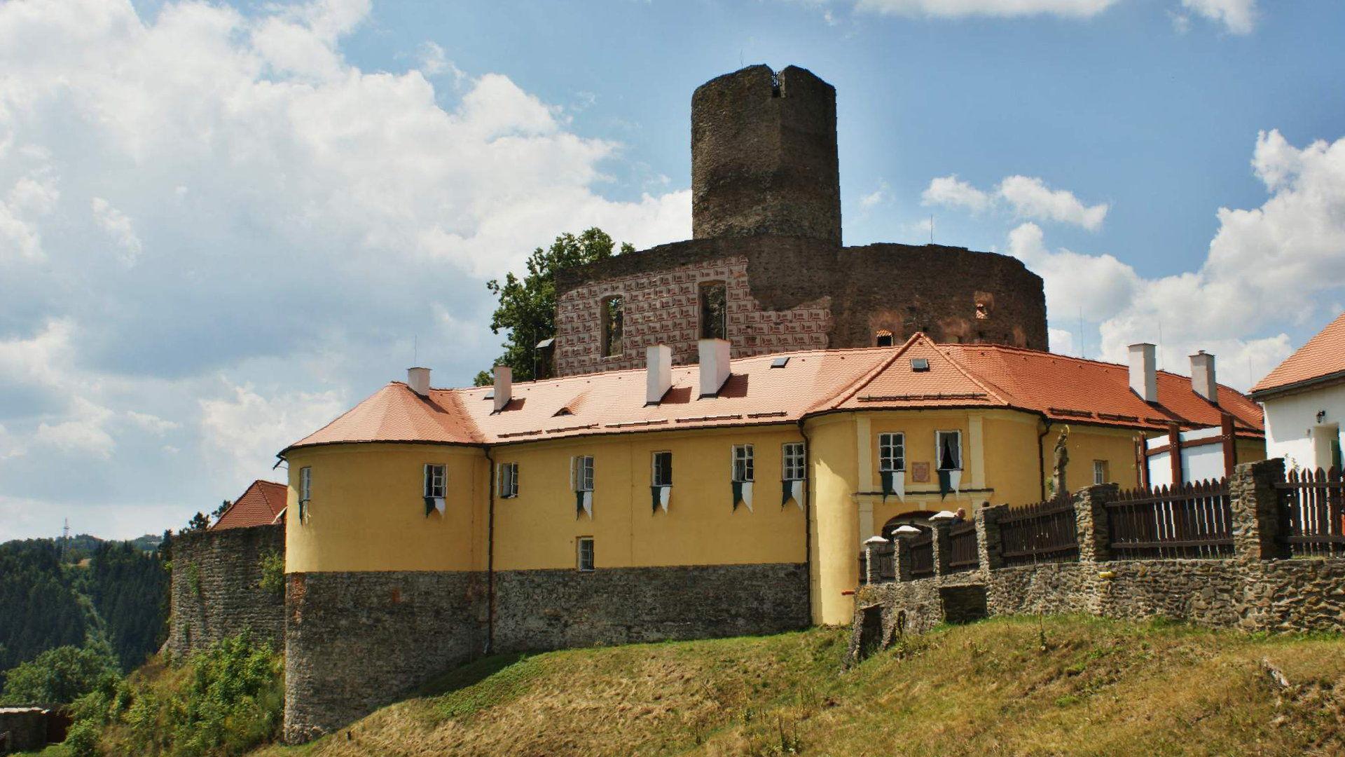 Hrad Svojanov – Akce, otevírací doba, pověsti a duchové