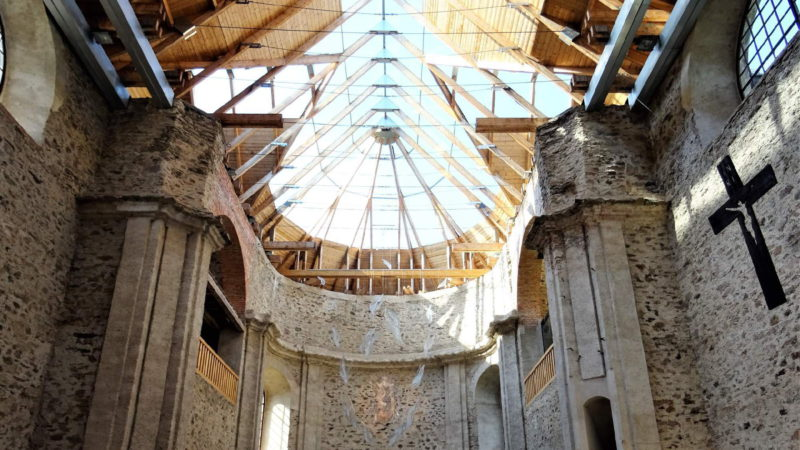 Unikátní prosklená střecha kostela Neratov