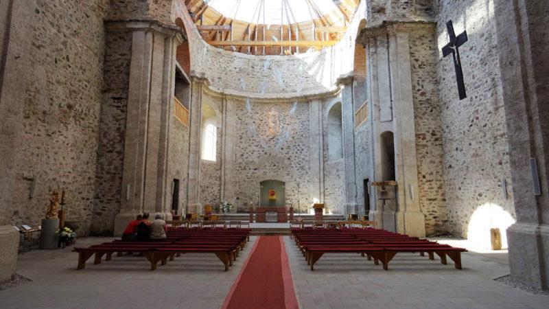Hlavní oltář kostela Neratov
