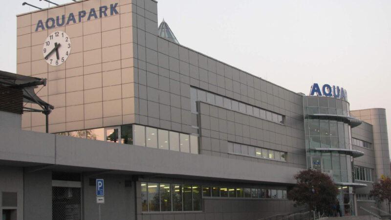 Celkový pohled na vstup a halu aquaparku Olomouc