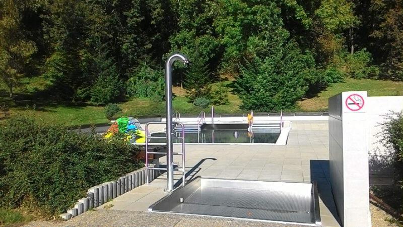Pohled na zázemí bazénu
