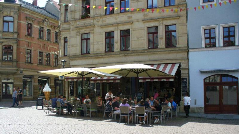 Malebné uMalebné uličky s kavárnamiličky s kavárnami
