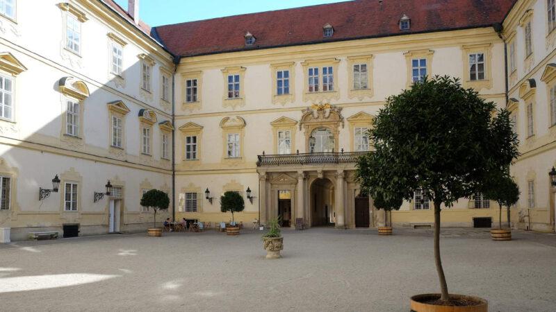 Nádvoří zámku Valtice