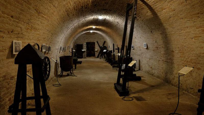 Sklepení zámku je velmi zajímavé - Zajímá vás spíše mučení a nebo víno?