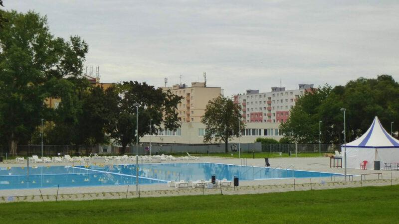 Vkusné a moderně rekonstruované koupaliště s 2 hlavními bazény